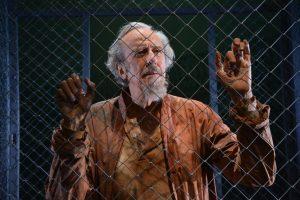 Ezra in gabbia