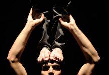 La compagnia italiano di circo contemporaneo Laden Classe
