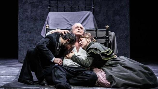 I Miserabili A Teatro La Spaventosa Attualita Del Capolavoro Di Victor Hugo Teatrionline