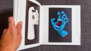 Un libro sulle mani